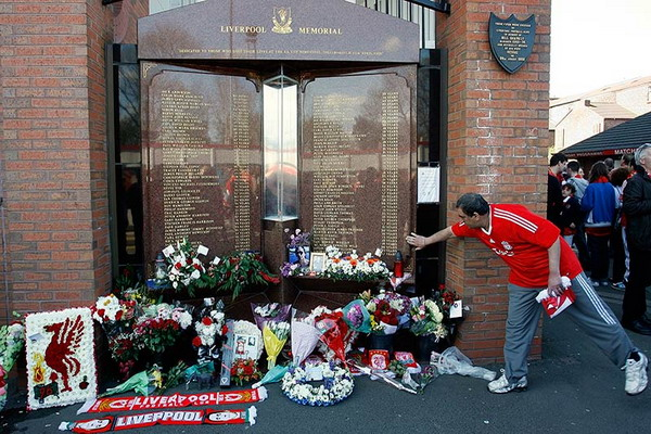 Liverpool fan pays his respects at the hillsborough memorial before